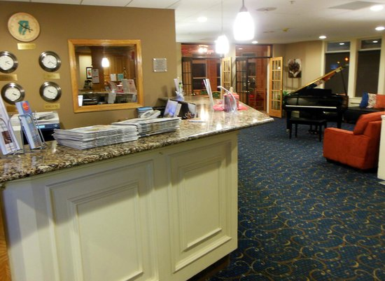 Cherry Tree Inn & Suites: Lobby Area