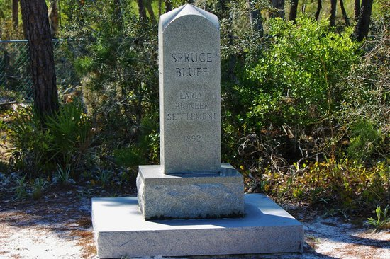 Spruce Bluff Preserve: Family marker in a fenced in cemetery