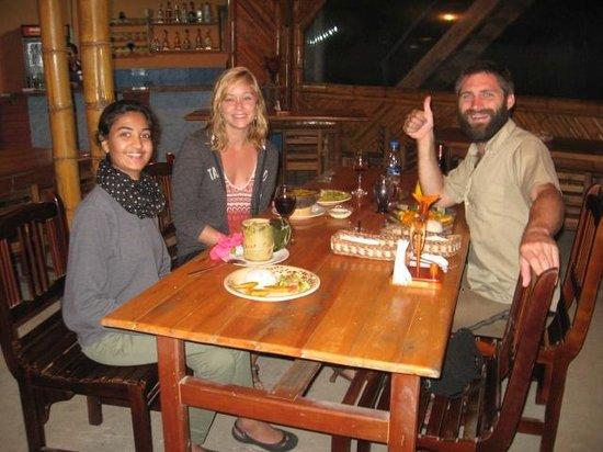 Wipeout Cabana Restaurant: Nuestros clientes degustando de la Energía de Pasión