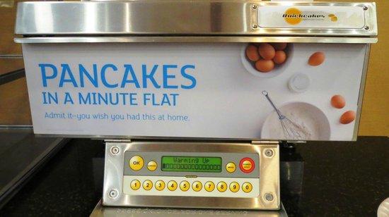 Holiday Inn Express Detroit - Downtown: Magical Pancake-Making Machine