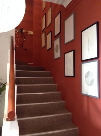 511 Lima Hostel: Hall and stairs