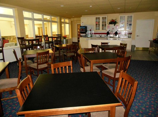 Cherry Tree Inn & Suites: Breakfast Area