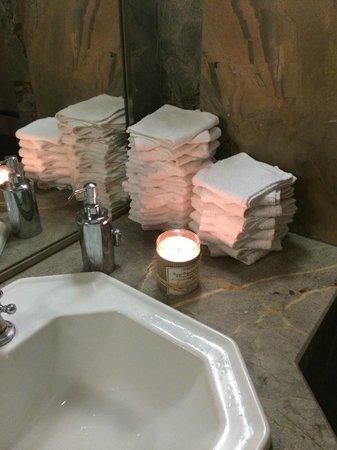 Chez Les Anges : Touche personnalisée des toilettes