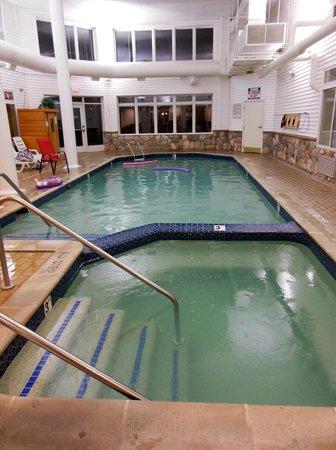 Cherry Tree Inn & Suites: Heated Pool & Hot Tub