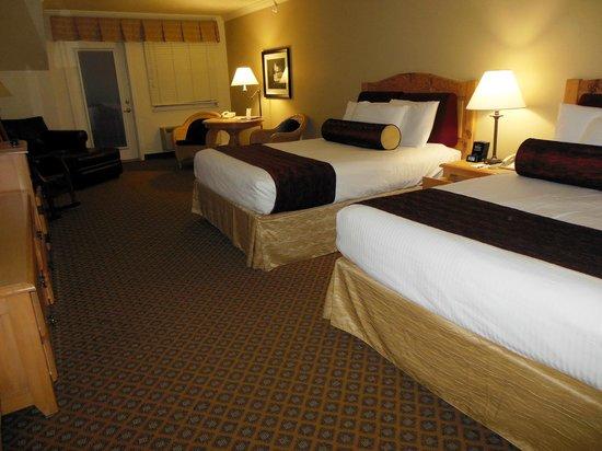 Cherry Tree Inn & Suites: Balcony Room 514 - Bay View