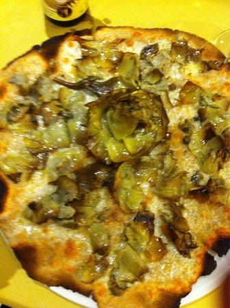 Pizza integrale mozzarella e carciofo alla romana