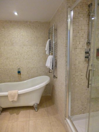Riverdale Hall Country House Hotel: Bathroom - room 31