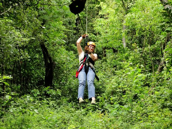 Issys Tours Costa Rica: zip lining