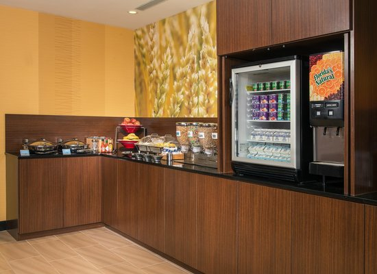 Fairfield Inn & Suites New York Manhattan/Downtown East: Many Healthy Breakfast Options To Start Your Day Off Right