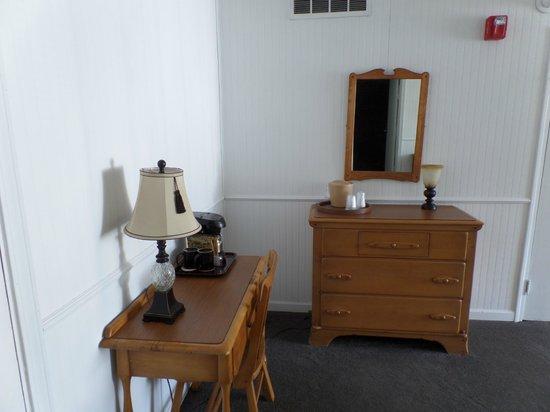 Gatlinburg Inn : King Bed Side... Maple Suite