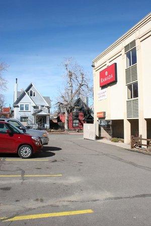Ramada Denver Downtown: Back parking lot