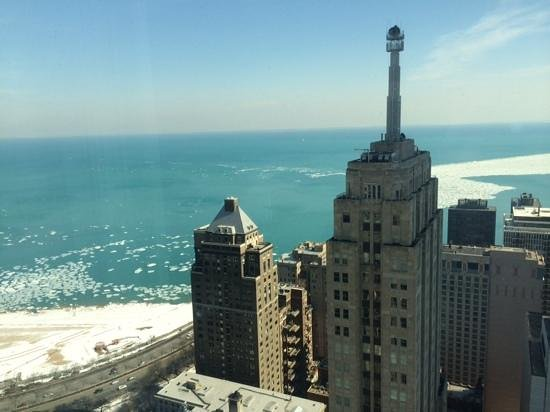 Four Seasons Hotel Chicago: Our view of Lake Michican from our room on the 18th floor