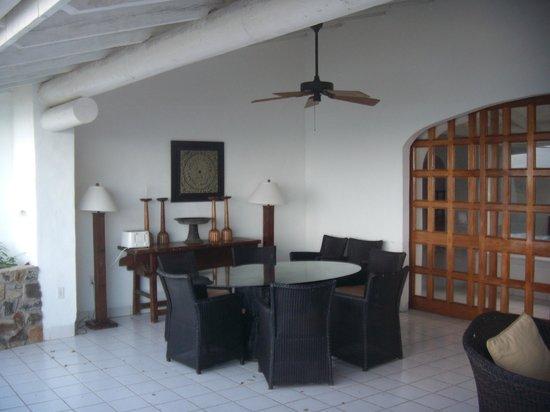 Windjammer Landing Villa Beach Resort: die andere Seite der großen Wohn- und Speiseterrasse