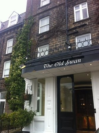 Old Swan Hotel: Hotel frontage