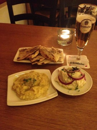 Yamas meze restaurant & weinbar: taramas, linsenpüree, fladenbrot