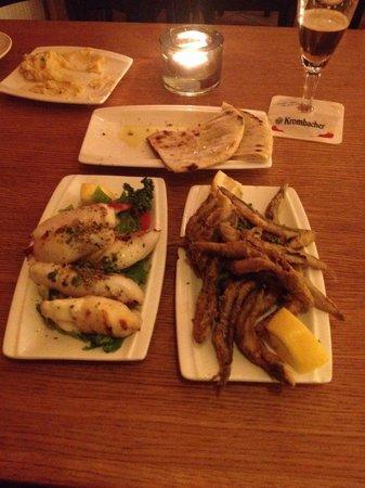 Yamas meze restaurant & weinbar: gefüllte tintenfische, frittierte sardinen