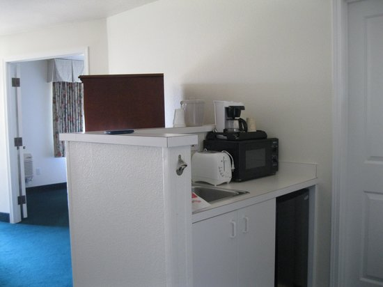 Ashland Hills Hotel & Suites: Kitchenette