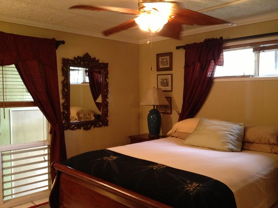 Hale Ko'olau : Bedroom 1 - perfectly comfortable bed