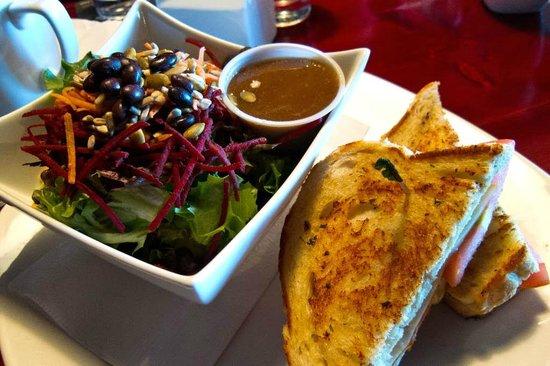 Burnt Toast Cafe: salad