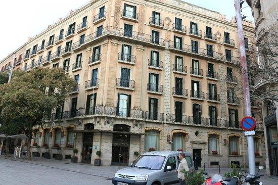 Colón Hotel: 外観も風格があります、ミューツアーの集合場所もありがたい
