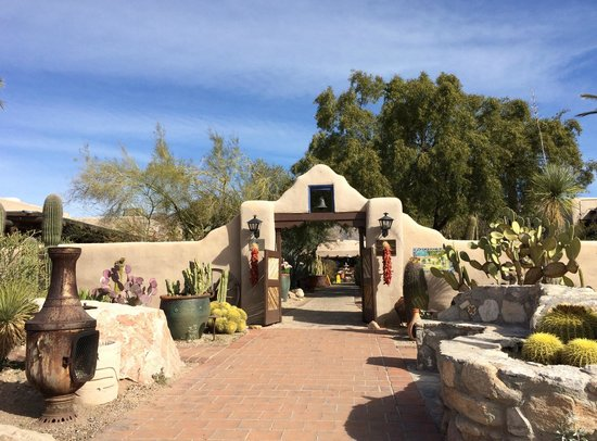 Hacienda Del Sol Guest Ranch Resort: Entrance