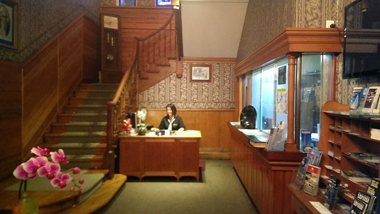 Duke of Marlborough Hotel: Reception desk