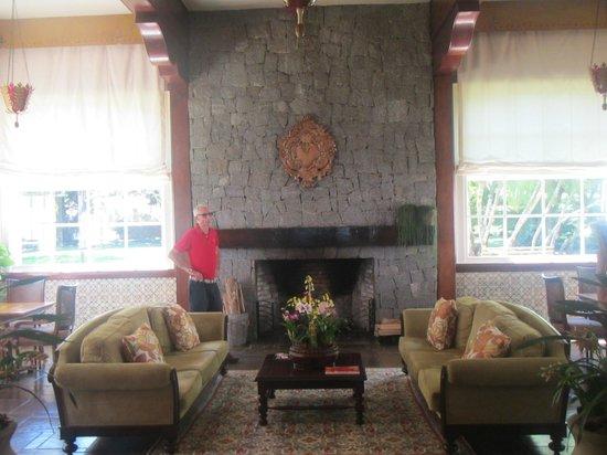 Belmond Hotel das Cataratas: The hotel's living room/fireplace