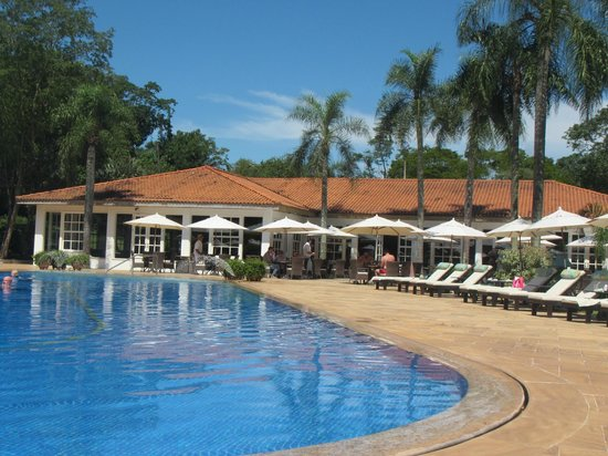 Belmond Hotel das Cataratas : Pool and one of 2 restaurants
