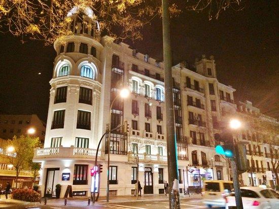 Innside Madrid Luchana: Front of hotel, room 406 w/curved windows