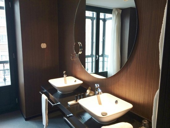 Hotel One Shot Luchana 22: Bathroom with amazing rain shower