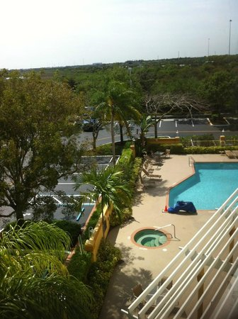 Hampton Inn Ft. Lauderdale West / Pembroke Pines: View from room to pool area