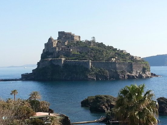 Hotel Giardino delle Ninfe e La Fenice : castello aragonese