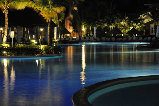 Luxury Bahia Principe Ambar Blue Don Pablo Collection : Colourful evening pool