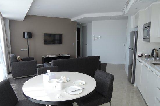 Meriton Suites Herschel Street, Brisbane: vue partielle du living-room