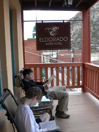 Eldorado Suites Hotel : Reading on the porch