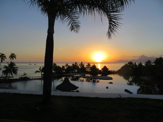 InterContinental Tahiti Resort & Spa: Sunset from our deck looking over at Moorea