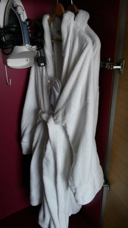 Hilton Leeds City: Iron and bath robes/slippers in king suite