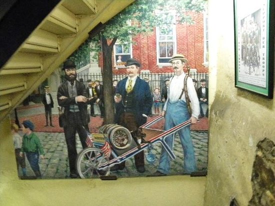 D.G. Yuengling and Son Brewery : mural-pushing a barrel to Chicago