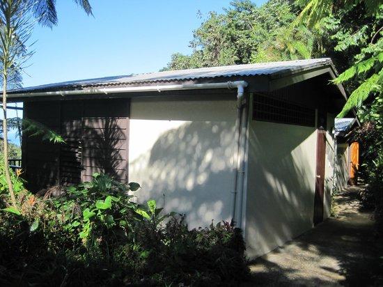 Crescent Moon Cabins: Cabin exterior