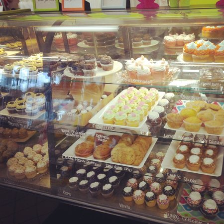 Lizzy's Cupcakery & Candies: oh man !