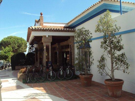 VIME La Reserva de Marbella : Vista de la entrada al hotel.