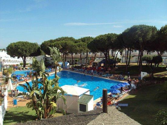 VIME La Reserva de Marbella : La piscina vista desde la habitación.