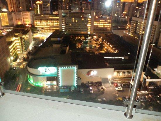 Hilton Garden Inn Panama: nightviewrooftop3