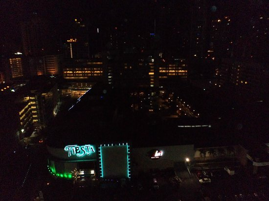 Hilton Garden Inn Panama: nightview5