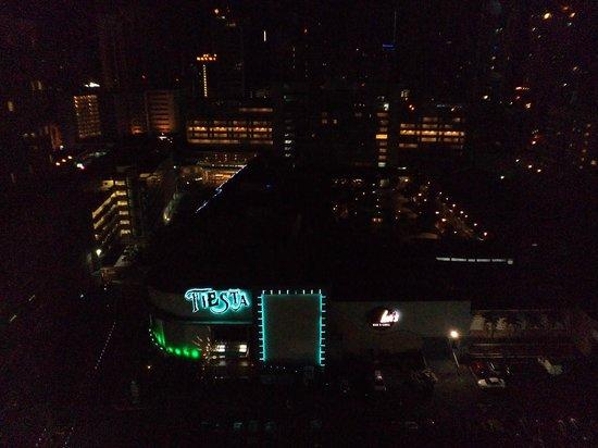 Hilton Garden Inn Panama: nightview2