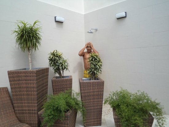 Hilton Garden Inn Panama: showers area