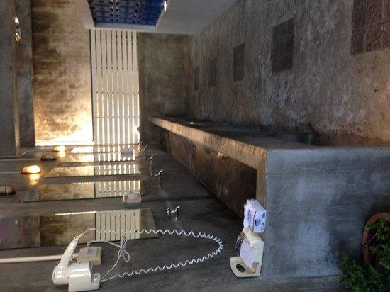 Pak-Up Hostel: Restroom