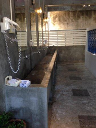 Pak-Up Hostel : Restroom
