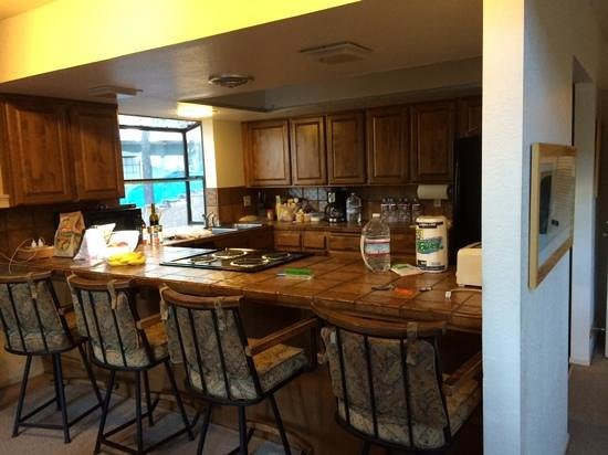 Yosemite's Scenic Wonders Vacation Rentals: kitchen in Fiske cabin