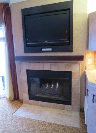 Hallmark Resort: Large 2nd TV and fireplace